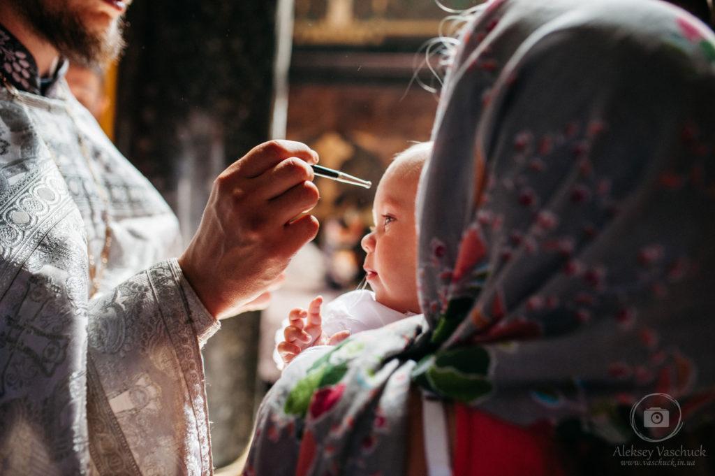 Съемка обряда крещения во Владимирском соборе